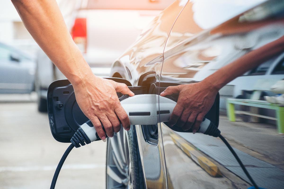 Recharge de voiture électrique avec des panneaux photovoltaïques : Une démarche 100% écologique